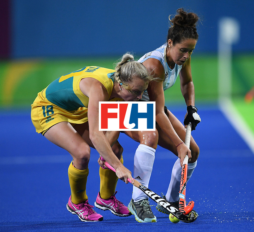 Australia's Jane-Anne Claxton and Argentina's Rocio Sanchez vie for the ball during the women's field hockey Australia vs Argentina match of the Rio 2016 Olympics Games at the Olympic Hockey Centre in Rio de Janeiro on August, 11 2016. / AFP / MANAN VATSYAYANA        (Photo credit should read MANAN VATSYAYANA/AFP/Getty Images)