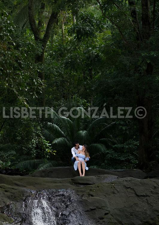 Photograph of soon to be married couple: Mary &amp; Foncho in the river of Gamboa. <br /> Fotos de pre boda de la pareja: Mari &amp; Foncho en el r&iacute;o de Gamboa