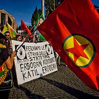 Roma: sit-in dei kurdi contro l'attacco terroristico  in Turchia
