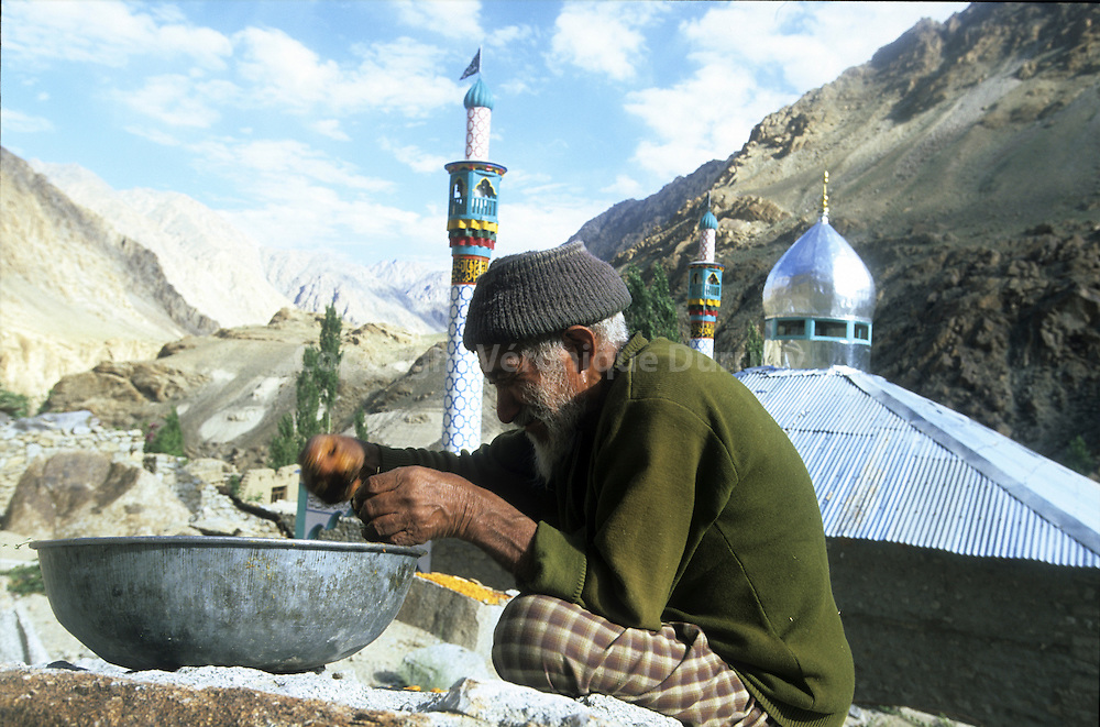Dha-Hanu Valley near Pakistan is the limit between the Buddhist part of Jammu Et Cashemere and the Muslim Zone