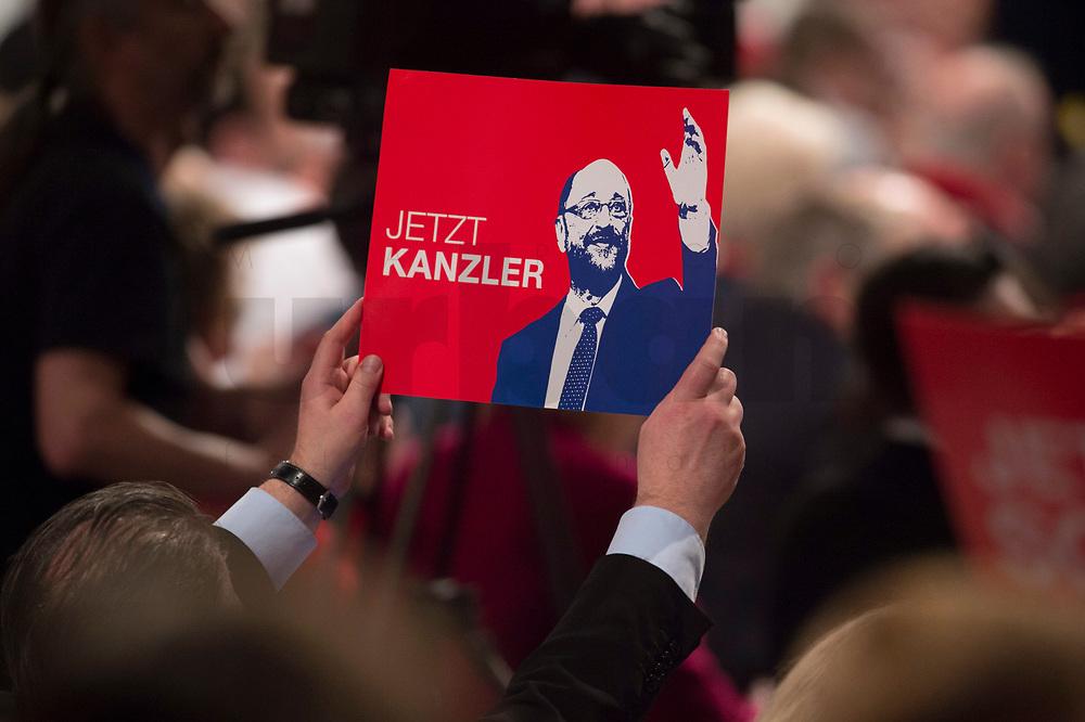 """19 MAR 2017, BERLIN/GERMANY:<br /> Schild """"Jetzt Kanzler"""" mit Martin Schulz, SPD desig. SPD Parteivorsitzender und SPD Spitzenkandidat der Bundestagswahl, a.o. Bundesparteitag, Arena Berlin<br /> IMAGE: 20170319-01-041<br /> KEYWORDS: party congress, social democratic party, candidate, sign"""