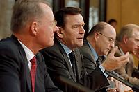 """25.02.1999, Deutschland/Bonn:<br /> Hans-Olaf Henkel, Präsident BDI, Gerhard Schröder, Bundeskanzler, und Klaus Zwickel, Vorsitzender IG Metall, während der Pressekonferenz zum 2. Gespräch """"Bündnis für Arbeit"""", Info-Saal, Bundeskanzleramt, Bonn<br /> IMAGE: 19990225-04/01-12<br /> KEYWORDS: Gerhard Schroeder"""