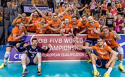 28-05-2017 NED: 2018 FIVB Volleyball World Championship qualification day 5, Apeldoorn<br /> Nederland - Slowakije / Nederland plaatst zich voor het WK sinds 16 jaar na een 3-2 overwinning.