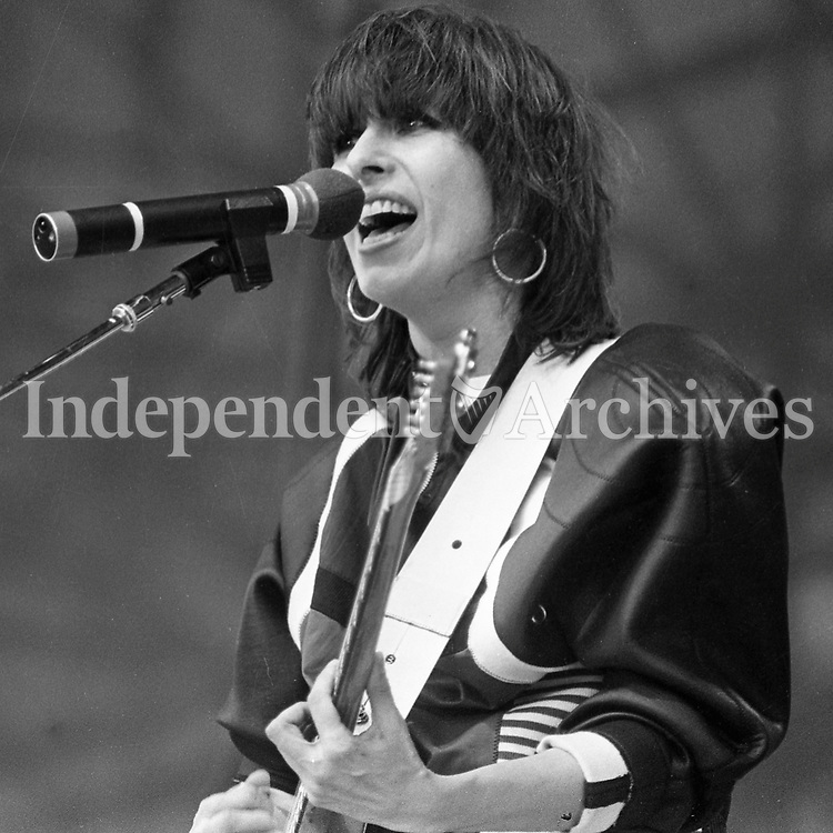 687-643<br /> Christine Ellen &quot;Chrissie&quot; Hynde, lead singer and guitarist of The Pretenders, one of the support acts for U2 - The Joshua Tree Tour, 2nd leg: Europe in Croke Park, Dublin, June 1987. (Part of the Independent Ireland Newspapers/NLI Collection)
