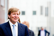 UTRECHT koning Willem alexander  heeft vandaag, dinsdag 7 april, met minister Bussemaker van Onderwijs, Cultuur en Wetenschap een werkbezoek gebracht aan het Grafisch Lyceum Utrecht (GLU) en het College Zorg & Welzijn van het Regionaal Opleidings Centrum Midden Nederland (ROC-MN) in Utrecht.  COPYRIGHT ROBIN UTRECHT
