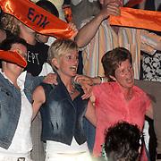 NLD/Hilversum/20070518 - Finale SBS6 So you wannabe a Popstar 2007, Jenita Smit en familie op de tribune, partner van Eric Hulzebosch