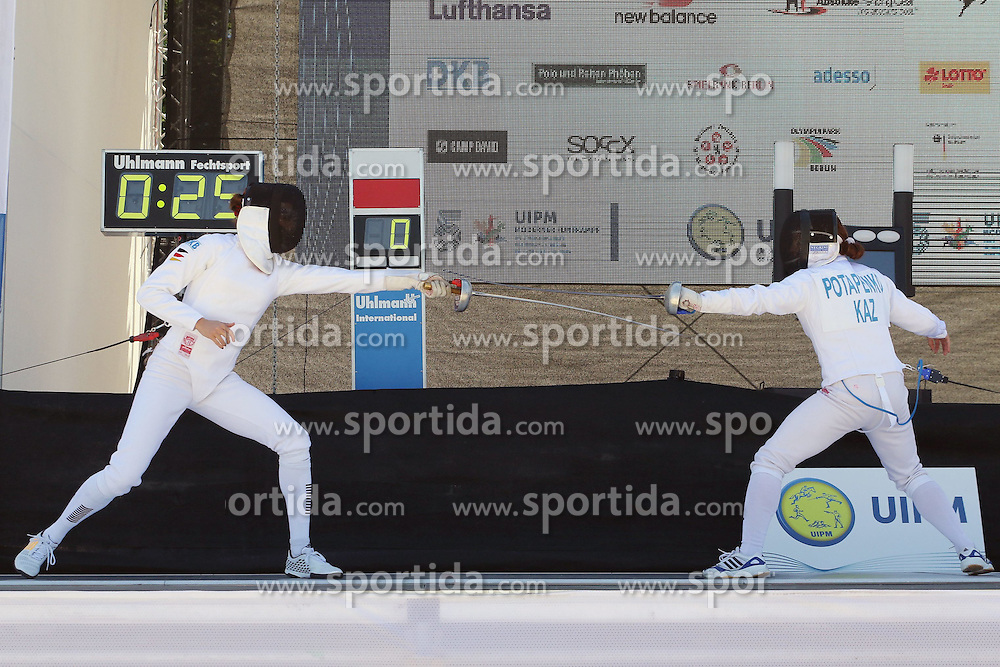 30.06.2015, Olympiapark Berlin, Berlin, GER, moderner Fünfkampf WM, Staffelbewerb Damen, im Bild Olympiasiegerin Lena Schoeneborn (SSF Bonn 1905) gegen Elena Potapenko (Kasachstan) // during Women's relay race of the the world championship of Modern Pentathlon at the Olympiapark Berlin in Berlin, Germany on 2015/06/30. EXPA Pictures © 2015, PhotoCredit: EXPA/ Eibner-Pressefoto/ Hundt<br /> <br /> *****ATTENTION - OUT of GER*****