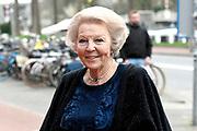Koninklijke familie arriveert bij de Oosterpoort voor het Koningsdagconcert<br /> <br /> Royal family arrives at the Oosterpoort for the King's Day concert<br /> <br /> Op de foto / On the photo:  Prinses Beatrix