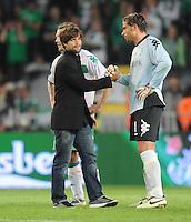 FUSSBALL     UEFA CUP  FINALE  SAISON 2008/2009 Shakhtar Donetsk - SV Werder Bremen 20.05.2009 Diego (links) beim Shakehands nach dem Spiel mit Tim Wiese (beide Bremen)