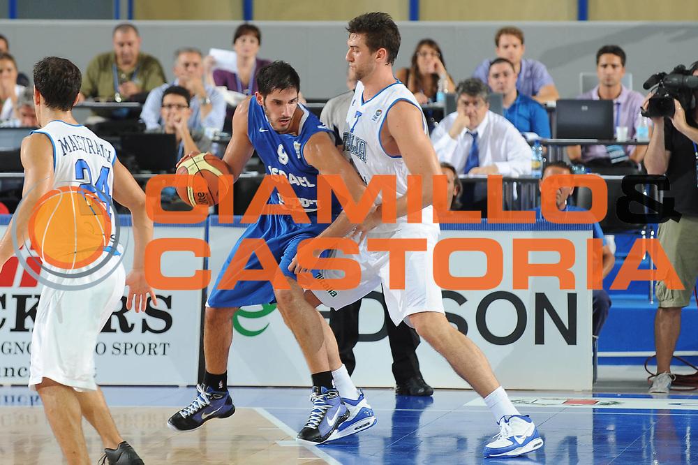 DESCRIZIONE : Bari Qualificazioni Europei 2011 Italia Israele<br /> GIOCATORE : Omri Casspi Andrea Bargnani<br /> SQUADRA : Nazionale Italiana Uomini<br /> EVENTO : Qualificazioni Europei 2011<br /> GARA : Italia Israele<br /> DATA : 02/08/2010 <br /> CATEGORIA : palleggio difesa<br /> SPORT : Pallacanestro <br /> AUTORE : Agenzia Ciamillo-Castoria/GiulioCiamillo<br /> Galleria : Fip Nazionali 2010 <br /> Fotonotizia : Bari Qualificazioni Europei 2011 Italia Israele<br /> Predefinita :