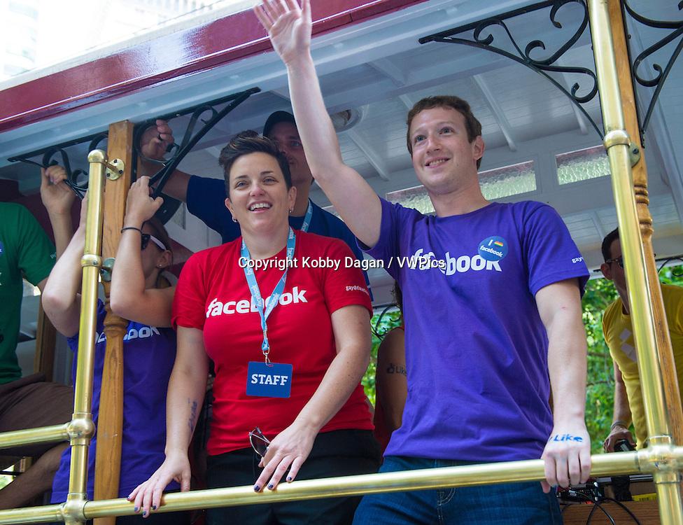 Facebook CEO Mark Zuckerberg Marched With 700 Facebook Employees In San Francisco's Gay Pride Parade