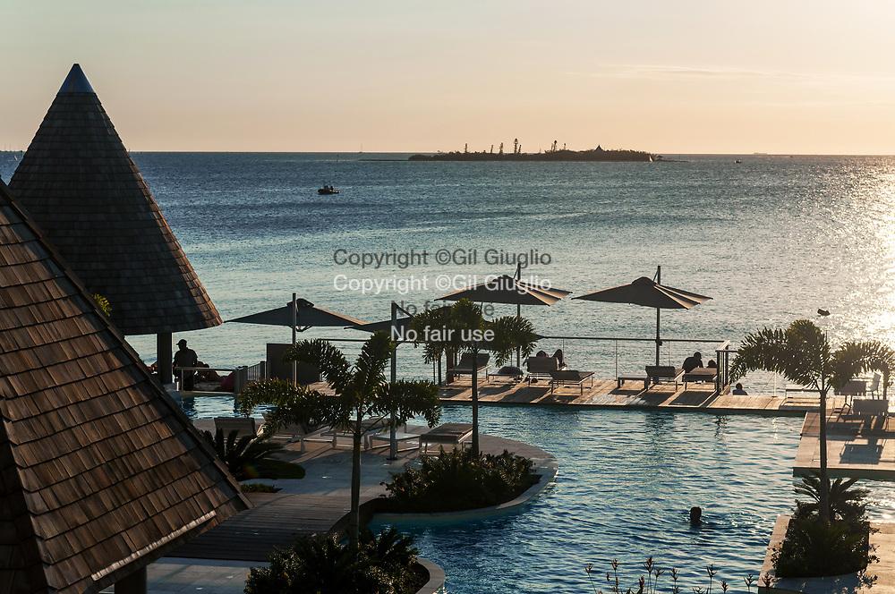 Nouvelle Calédonie, Grande Terre, Nouméa, hôtel resort sur anse Vata // New Caledonia, French Pacific territory, Grande Terre, Noumea, resort hotel on Anse Vata