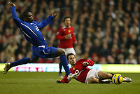 Photo: Aidan Ellis.<br /> Manchester United v Everton. The Barclays Premiership.<br /> 11/12/2005.<br /> Everton's Joseph Yobo challenges United's Ryan Giggs