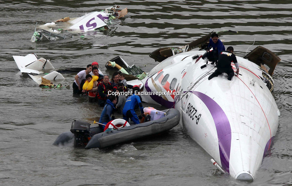 Airline drops into Keelung river<br /> <br /> TransAsia Airways GE-235 airline drops into Keelung River and the firefighters are rescuing the passengers in Keelung, Taiwan, China on 04th February, 2015<br /> &copy;Exclusivepix Media