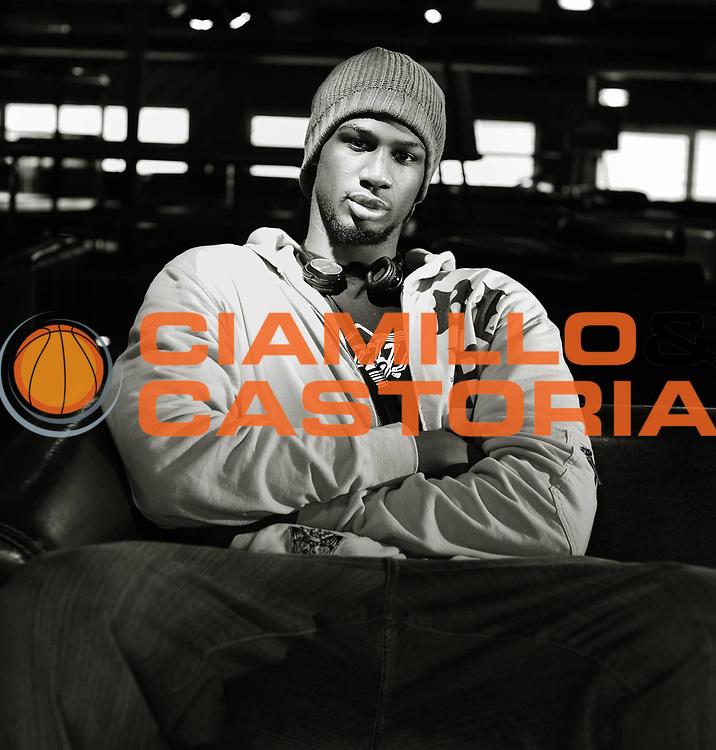 DESCRIZIONE : Photo studio Villeurbanne Vip Villeurbanne<br /> GIOCATORE : FOFANA Bangaly<br /> SQUADRA : Villeurbanne<br /> EVENTO : France Ligue Pro A<br /> GARA :<br /> DATA : 14/10/2010<br /> CATEGORIA : Basketball Ligue Pro A Saison 2010-2011<br /> SPORT : Basketball<br /> AUTORE : JF Molliere par Agenzia Ciamillo-Castoria <br /> Galleria : France Basket 2010-2011 Portrait<br /> Fotonotizia : Basketball Ligue Pro A Saison 2010-2011 Portrait<br /> Predefinita :