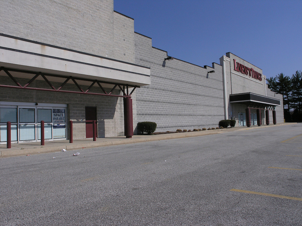 Shuttered front of two stores in Towson Mall, one of which is Linens`N Things.  The store which used to be located was CompUSA.