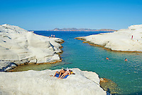 Europe, Grece, Mer Egée, Cyclades, île de Milos, Sarakiniko, paysage lunaire et plage // Sarakiniko lunar landscape, Sarakiniko beach, Milos Island, Cyclades Islands, Greek Islands, Aegean Sea, Greece, Europe