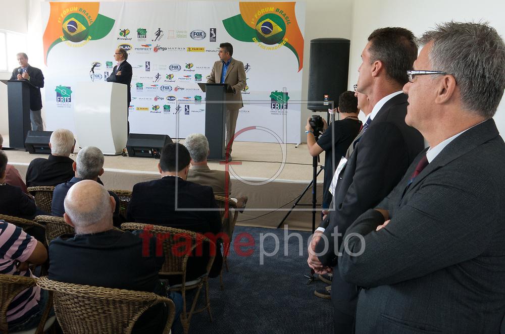 A FBTF (Federação Brasileira dos Treinadores de Futebol), promoveu nesta segunda-feira (01)  no Spa Sport Resort, na cidade de Itu, o 1º Fórum Brasil de Treinadores. O evento foi aberto pelo presidente da Federação, Zé Mario, que agradeceu a todos os presentes e também a todos os colaboradores. Em seguida passou a palavra para o mediador do fórum, Paulo Roberto Falcão que deu início ao primeiro debate - FOTO MARCELO D'SANTS/FRAME