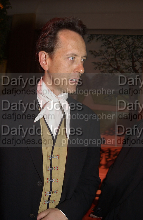 Richard E. Grant. Grosvenor House Antiques Fair charity Gala preview. 13 June 2002. © Copyright Photograph by Dafydd Jones 66 Stockwell Park Rd. London SW9 0DA Tel 020 7733 0108 www.dafjones.com