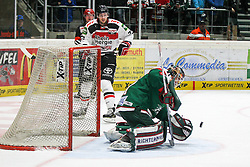 12.12.2014, Curt Fenzel Stadion, Augsburg, GER, DEL, Augsburger Panther vs Koelner Haie, 26. Runde, im Bild l-r: Mike Iggulden #73 (Koelner Haie), Torwartaktion von Chris Mason #31 (Augsburger Panther) // during Germans DEL Icehockey League 26th round match between Augsburger Panther vs Koelner Haie at the Curt Fenzel Stadion in Augsburg, Germany on 2014/12/12. EXPA Pictures © 2014, PhotoCredit: EXPA/ Eibner-Pressefoto/ Kolbert<br /> <br /> *****ATTENTION - OUT of GER*****
