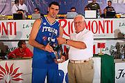 DESCRIZIONE : Bormio Torneo Internazionale Maschile Diego Gianatti Italia Francia <br /> GIOCATORE : Matteo Soragna Rigamonti Coppa <br /> SQUADRA : Nazionale Italia Uomini Italy <br /> EVENTO : Raduno Collegiale Nazionale Maschile <br /> GARA : Italia Francia Italy France <br /> DATA : 02/08/2008 <br /> CATEGORIA : Premiazione <br /> SPORT : Pallacanestro <br /> AUTORE : Agenzia Ciamillo-Castoria/S.Silvestri <br /> Galleria : Fip Nazionali 2008 <br /> Fotonotizia : Bormio Torneo Internazionale Maschile Diego Gianatti Italia Francia <br /> Predefinita :