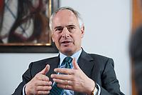 2010, BERLIN/GERMANY:<br /> Hans-Peter Keitel Praesident Bundesverbandes der Deutschen Industrie, BDI, waehrend einem Interview, Haus der Wirtschaft<br /> IMAGE: 20100422-01-002<br /> KEYWORDS: Präsident