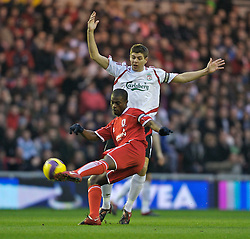 MIDDLESBROUGH, ENGLAND - Saturday, January 12, 2008: Liverpool's captain Steven Gerrard MBE and Middlesbrough's George Boateng during the Premiership match at the Riverside Stadium. (Photo by David Rawcliffe/Propaganda)