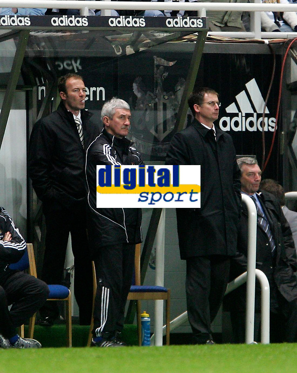 Photo: Andrew Unwin.<br />Newcastle United v Southampton. The FA Cup. 18/02/2006.<br />Newcastle's assistant caretaker-manager, Alan Shearer (L), blows bubbles with his gum.