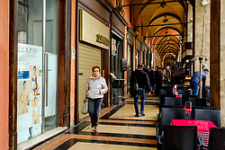 Shoppers in the Piazza Maggiore, Bologna, Italy<br /> <br /> (c) Andrew Wilson | Edinburgh Elite media
