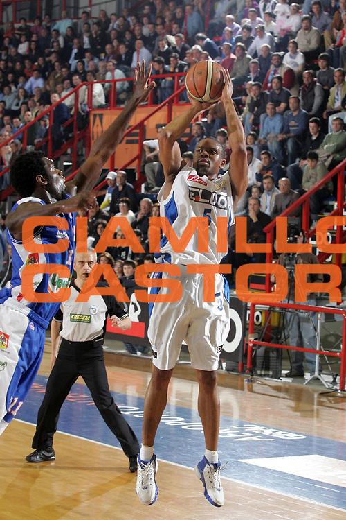 DESCRIZIONE : Napoli Lega A1 2006-07 Eldo Napoli Upea Capo d'Orlando<br /> GIOCATORE : Morandais<br /> SQUADRA : Eldo Napoli<br /> EVENTO : Campionato Lega A1 2006-2007 <br /> GARA : Eldo Napoli Upea Capo d'Orlando<br /> DATA : 07/04/2007<br /> CATEGORIA : Tiro<br /> SPORT : Pallacanestro <br /> AUTORE : Agenzia Ciamillo-Castoria/A.De Lise
