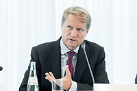 14 JUN 2018, BERLIN/GERMANY:<br /> Ulrich Wilhelm, Vorsitzender der ARD, Pressekonferenz zur Reform des Telemedienauftrags der oeffentlich-rechtlichen Rundfunkanstalten, Landesvertretung Rheinland.-Pfalz<br /> IMAGE: 20180614-01-037
