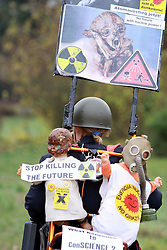 08.11.2010, Castortransport 2010, Dannenberg, GER, Demonstrantin gegen Atomkraft, EXPA Pictures © 2010, PhotoCredit: EXPA/ nph/  Kohring+++++ ATTENTION - OUT OF GER +++++