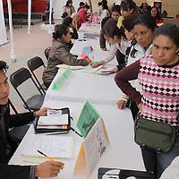 TOLUCA, México.- El ayuntamiento de Toluca en coordinación con la Secretaria del Trabajo estatal realizó la segunda Feria del Empleo  dirigida a mujeres, personas de la tercera edad y discapacitados; alrededor de 80 empresas de la entidad ofrecieron mil plazas laborales. Agencia MVT / Crisanta Espinosa. (DIGITAL)