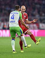 Fussball  1. Bundesliga  Saison 2017/2018  6. Spieltag  FC Bayern Muenchen - VfL Wolfsburg         22.09.2017 Ignacio Camacho (li, VfL Wolfsburg)  und Arjen Robben (re, FC Bayern Muenchen) sind nicht einer Meinung