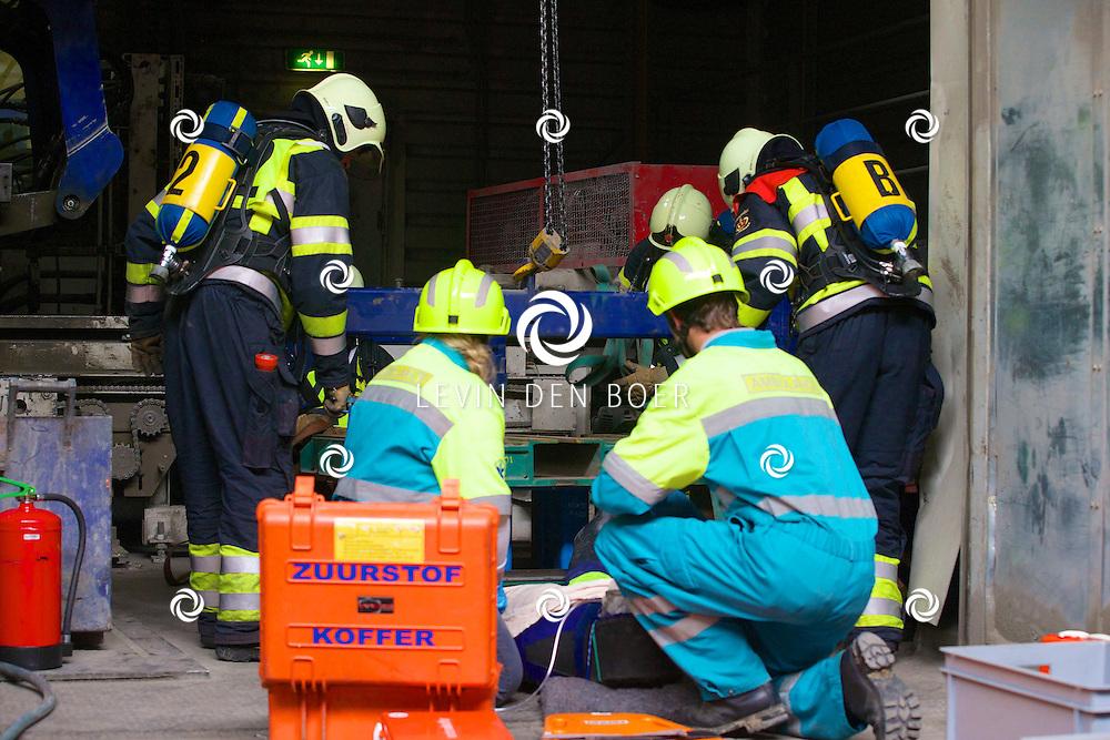NEDERHEMERT - Regionale Brandweer Vaardigheidstoetsen met hier op de foto het brandweer team uit Gameren. FOTO LEVIN DEN BOER - PERSFOTO.NU
