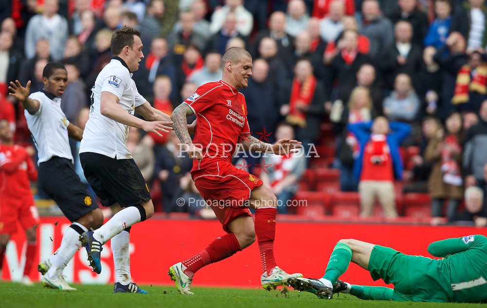 LIVERPOOL, ENGLAND - Sunday, March 22, 2015: Liverpool's Martin Skrtel's right foot lands on the leg of Manchester United's goalkeeper David de Gea during the Premier League match at Anfield. (Pic by David Rawcliffe/Propaganda)