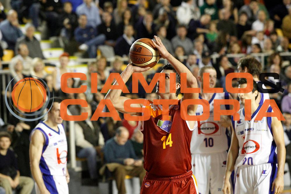 DESCRIZIONE : Roma Lega Basket A 2011-12 Acea Virtus Roma Bennet Cantu<br /> GIOCATORE : Nihad Dedovic<br /> CATEGORIA : tiro<br /> SQUADRA : Acea Virtus Roma<br /> EVENTO : Campionato Lega Basket A 2011-2012<br /> GARA : Acea Virtus Roma Bennet Cantu<br /> DATA : 27/11/2011<br /> SPORT : Pallacanestro <br /> AUTORE : Agenzia Ciamillo-Castoria/ A.Ciucci<br /> Galleria : Lega Basket A 2011-2012 <br /> Fotonotizia : Lega Basket A 2011-12 Acea Virtus Roma Bennet Cantu<br /> Predefinita :