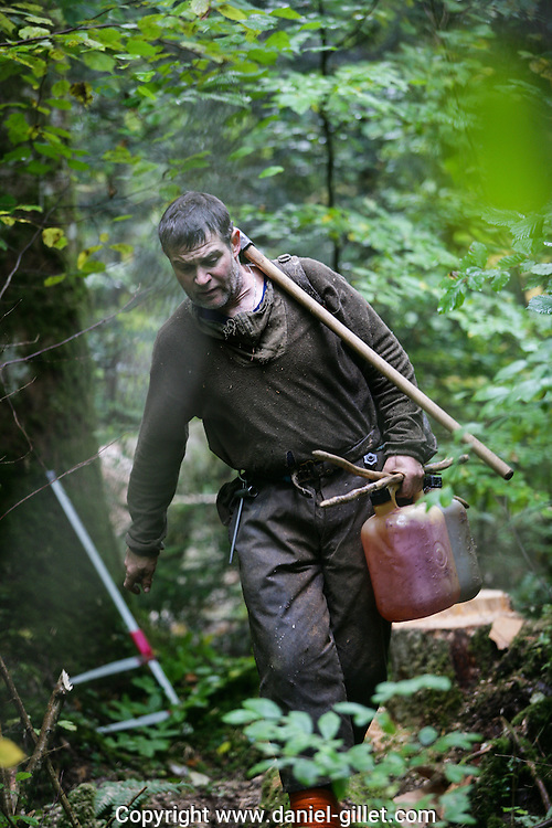 Reportage photo Bucherons dans la foret, Jura, France. // Photo report, timber workers in the forest, Jura, France.