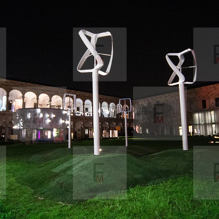 Il FuoriSalone 2010 nelle vie di centrali Milano, Università Statale. Revolution Air di Philippe Starck<br /> <br /> Revolution Air. Philippe Starck installation in State University courtyard in Milan