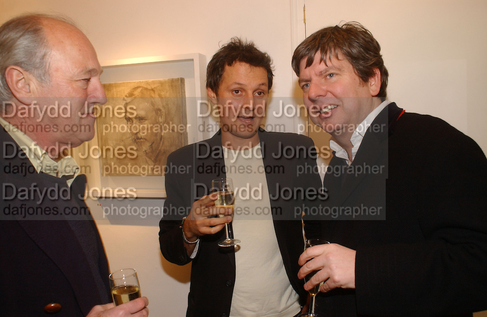 JONATHAN YEO. Jonathan Yeo exhibition Private view. Eleven. London. 16 February 2006. ONE TIME USE ONLY - DO NOT ARCHIVE  © Copyright Photograph by Dafydd Jones 66 Stockwell Park Rd. London SW9 0DA Tel 020 7733 0108 www.dafjones.com