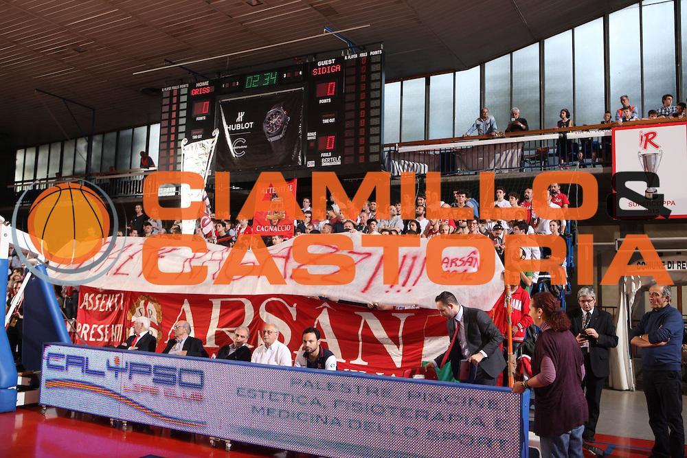 DESCRIZIONE : Reggio Emilia Lega A 2015-16 Grissin Bon Reggio Emilia Sidigas Avellino <br /> GIOCATORE : tifosi Grissin Bon Reggio Emilia<br /> CATEGORIA : tifosi<br /> SQUADRA : Grissin Bon Reggio Emilia<br /> EVENTO : Campionato Lega A 2015-2016 <br /> GARA : Grissin Bon Reggio Emilia Sidigas Avellino <br /> DATA : 11/10/2015<br /> SPORT : Pallacanestro <br /> AUTORE : Agenzia Ciamillo-Castoria/E. Rossi <br /> Galleria : Lega Basket A 2015-2016 <br /> Fotonotizia : Avellino Lega A 2015-16 Grissin Bon Reggio Emilia Sidigas Avellino