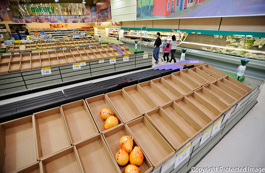 Ian Stewart/Yukon News<br /> Shoppers wander through a nearly empty produce department at the Real Canadian Superstore in Whitehorse on Sunday.