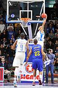 DESCRIZIONE : Eurocup 2014/15 Dinamo Banco di Sardegna Sassari - Herbalife Gran Canaria<br /> GIOCATORE : David Logan<br /> CATEGORIA : Schiacciata Sequenza<br /> SQUADRA : Dinamo Banco di Sardegna Sassari<br /> EVENTO : Eurocup 2014/2015<br /> GARA : Dinamo Banco di Sardegna Sassari - Herbalife Gran Canaria<br /> DATA : 07/01/2015<br /> SPORT : Pallacanestro <br /> AUTORE : Agenzia Ciamillo-Castoria / Claudio Atzori<br /> Galleria : Eurocup 2014/2015<br /> Fotonotizia : Eurocup 2014/15 Dinamo Banco di Sardegna Sassari - Herbalife Gran Canaria