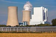 Europa, Deutschland, Nordrhein-Westfalen, Gewaechshauspark am Braunkohlekraftwerk Neurath bei Grevenbroich. Fuer die notwendige Waerme der Pflanzen sorgt das benachbarte Kraftwerk der RWE Power. Das vom Kraftwerk in Kraft-Waermekopplung bereitgestellte 70 Grad warme Wasser sorgt dafuer, dass in den Gewaechshaeusern eine konstante Temperatur von 20 Grad Celsius gehalten werden kann.<br /> <br /> Europe, Germany, North Rhine-Westphalia, greenhouse park at the brown coal power station Neurath in Grevenbroich. The neighboring power plant of RWE Power supplies the necessary heat for the plants. The power plant provides 70 degrees warm water that maintains a constant temperature of 20 degrees Celsius in the greenhouses.