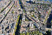 Nederland, Noord-Holland, Amsterdam, 27-09-2015; Nieuwmarktbuurt, voormalige Jodenbuurt. Nieuwmarkt met Kloverniersburgwal overgaand in Geldersekade (links), Oude Schans (rechts). Verder in beeld Jodenbreestraat, Sint Antoniesbreestraat.<br /> Overview former Jewish quarter, Nieuwmarkt quarter.<br /> luchtfoto (toeslag op standard tarieven);<br /> aerial photo (additional fee required);<br /> copyright foto/photo Siebe Swart