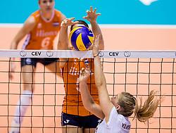 23-08-2017 NED: World Qualifications Belgium - Netherlands, Rotterdam<br /> De Nederlandse volleybalsters hebben op het WK-kwalificatietoernooi ook hun tweede duel in winst omgezet. Oranje overklaste Belgi&euml; en won met 3-0 (25-18, 25-18, 25-22). Eerder werd Griekenland ook al met 3-0 verslagen / Ilka van de Vyver #17 of Belgium, Robin de Kruijf #5 of Netherlands