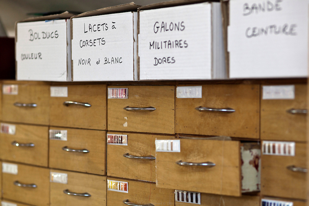 """Les coulisses des préparatifs de la comédie musicale """"Un américain à Paris"""" au Théâtre du Châtelet. Ateliers de fabrication des costumes."""