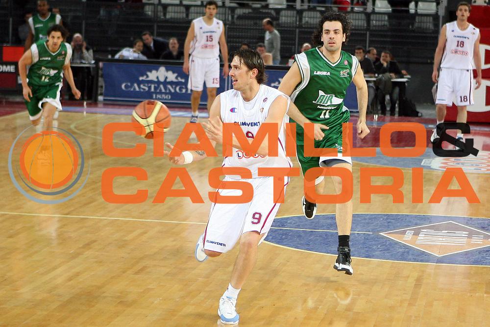 DESCRIZIONE : Roma  Lega A1 2005-06 Lottomatica Roma-Air Avellino<br /> GIOCATORE : Righetti<br /> SQUADRA : Lottomatica Virtus Roma<br /> EVENTO : Campionato Lega A1 2005-2006 <br /> GARA : Lottomatica Virtus Roma Air Avellino<br /> DATA : 20/04/2006 <br /> CATEGORIA : Passaggio<br /> SPORT : Pallacanestro <br /> AUTORE : Agenzia Ciamillo-Castoria/E.Castoria<br /> Galleria : Lega Basket A1 2005-2006<br /> Fotonotizia : Roma  Lega A1 2005-06 Lottomatica Roma Air Avellino<br /> Predefinita :