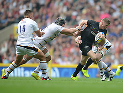 Saracens Winger Chris Ashton attacks under pressure from wasps players..- Photo mandatory by-line: Alex James/JMP - 07966 386802 - 06/09/2014 - SPORT - RUGBY UNION - London, England - Twickenham Stadium - Saracens v Wasps - Aviva Premiership London Double Header.