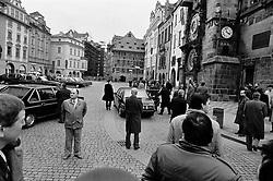 CESKOSLOVENSKO 80s - Ceskoslovenska socialisticka republika<br /> Ochranka komunistickych papalsu uzavrela Staromestske namesti, kde na tribune mimo zaber hovori soudruzi Husak a Jakes k Lidovym milicim na oslavach Vitezneho unora.<br /> Praha,25.unor 1989